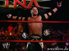 AJ Styles Vs Sheamus AJ_taunt_06