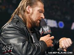 Triple H arrive dans l'arène en retard 4live-triple.h-02.01.09.2